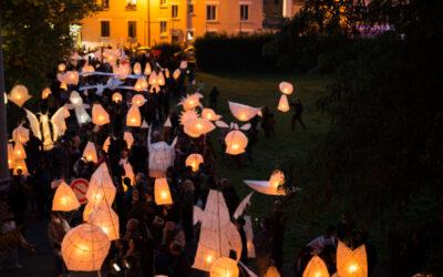 Lanternes, lumière sur la ville – Tête en l'air – Le retour en image !